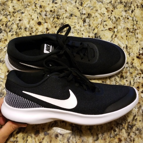 013d4c2f6c8d WOMENS NIKE FLEX EXPERIENCE RUN 7  908996-001. M 5b994490c2e9fe24efa5ca5f.  Other Shoes you ...